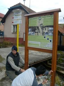 Osadenie prvého náučného panelu v strede obce Lúčky, z neho sa dozviete zaujímavosti o histórii obce