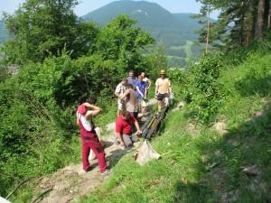 Pomohli nám opäť hlavne turisti a členovia Dedinskej folklórnej skupiny Lúčan
