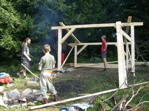 Začíname stavať drevený prístrešok na Žimerovej, starý prístrešok sa doslova rozpadol pred našimi očami